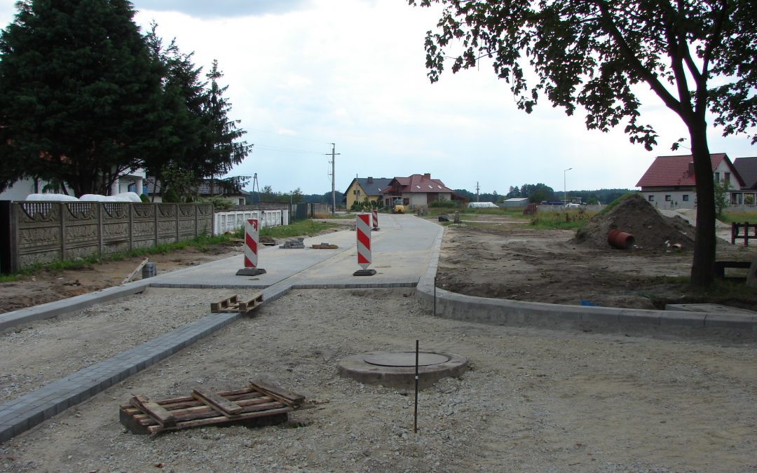 Budowa ulicy Konwaliowej i przebudowa drogi dojazdowej do stadionu wraz z oświetleniem w miejscowości Mochy