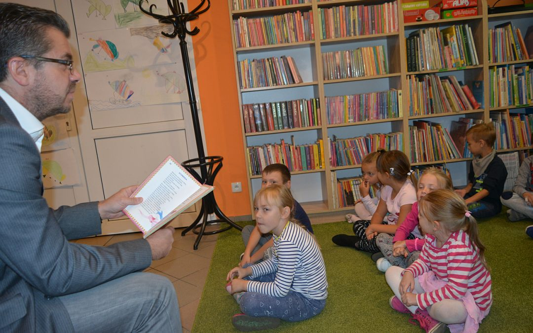 Akcja głośnego czytania w bibliotece GCKiB Przemęt