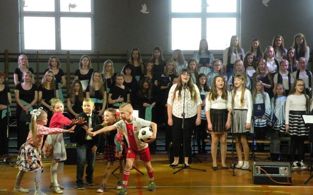 Uroczystość z okazji 10 rocznicy nadania szkole imienia Jana Pawła II