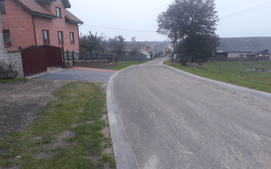 Zakończono przebudowę części drogi gminnej w Poświętnie