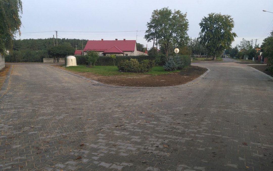 Zakończono przebudowę części drogi gminnej w miejscowości Osłonin