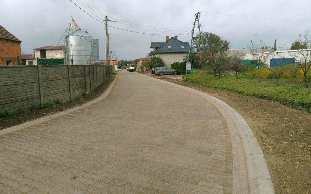 Zakończono przebudowę części drogi gminnej w miejscowości Siekowo