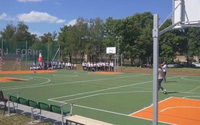 Nowe boisko przy szkole w Mochach