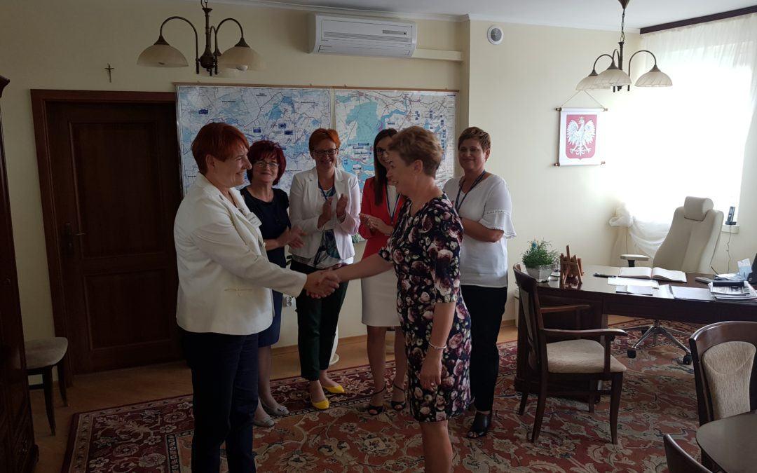 Rozstrzygnięto konkurs na stanowisko dyrektora Szkoły Podstawowej im. Jana Pawła II w Mochach.