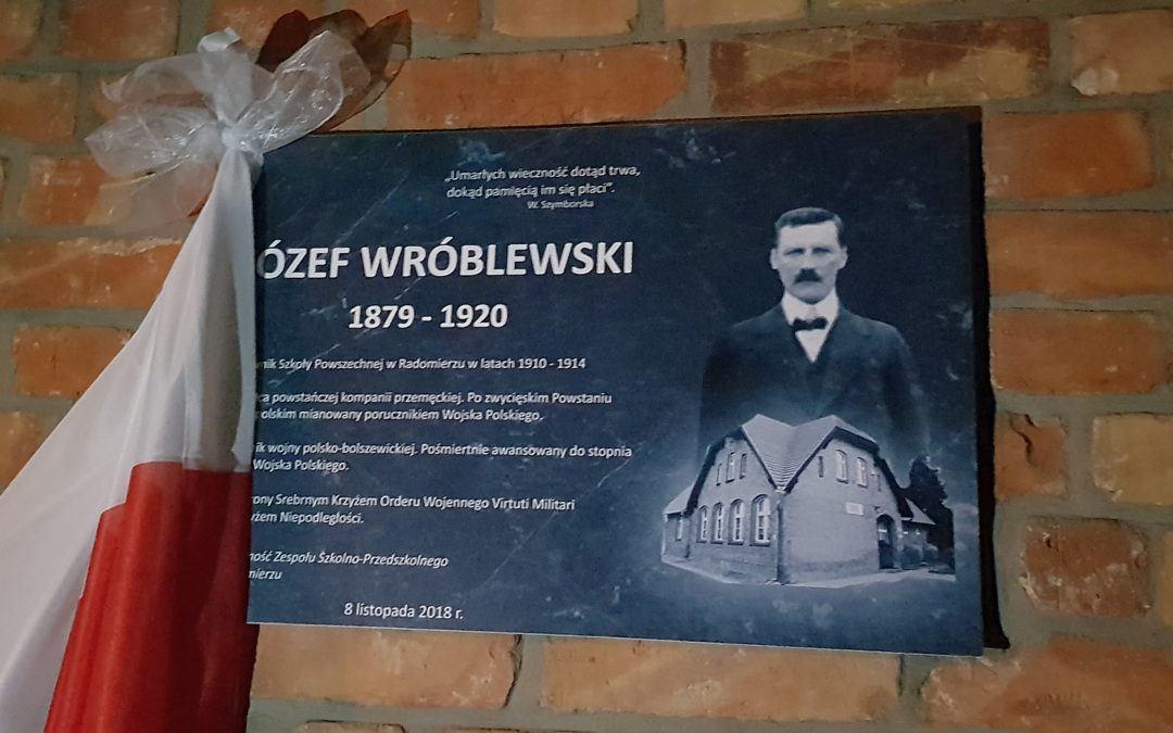 Odsłonięcie tablicy Józefa Wróblewskiego w Radomierzu