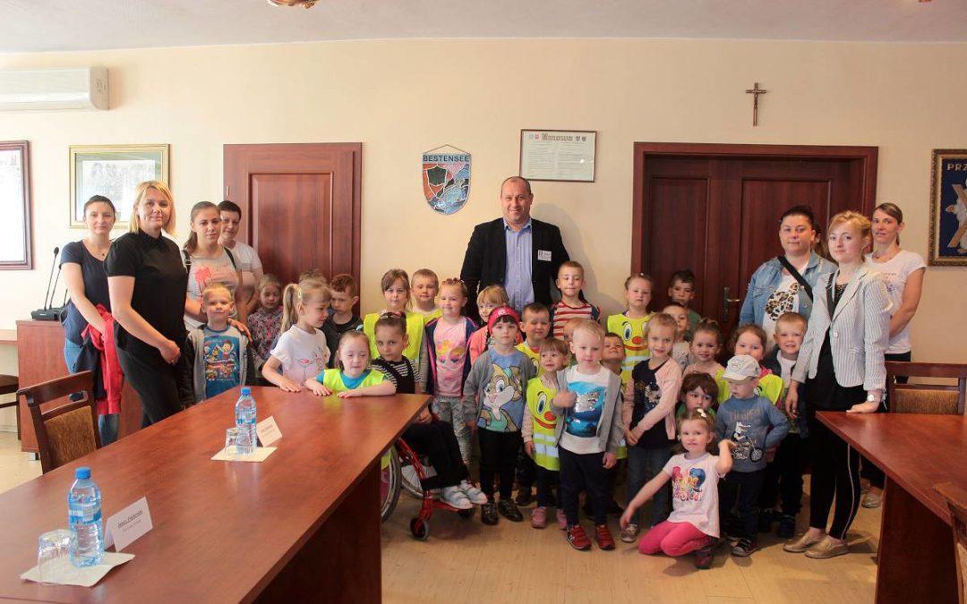 Przedszkolaki z Radomierza w Urzędzie Gminy Przemęt