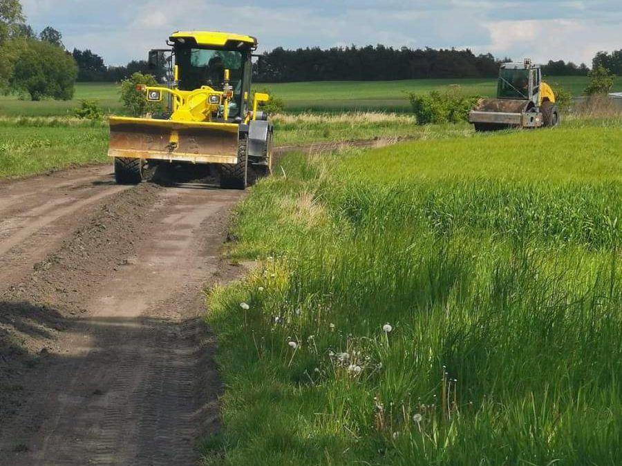 Rozpoczęto mechaniczne profilowanie dróg gruntowych