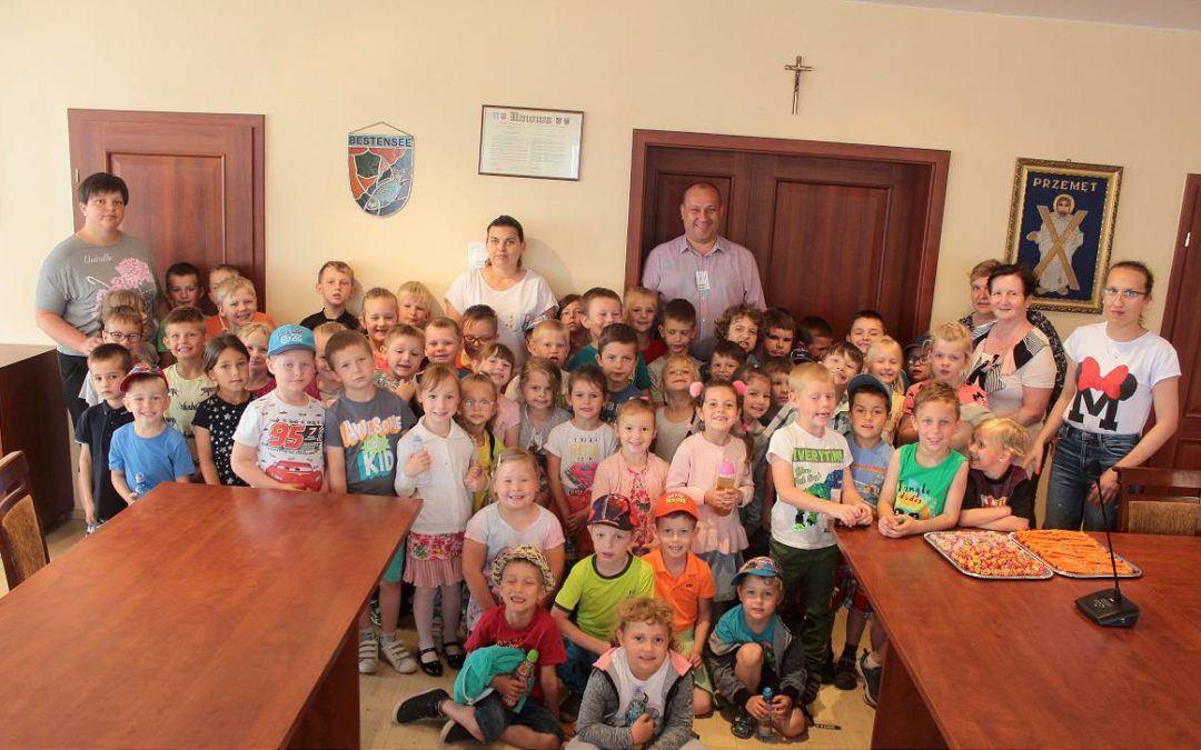 Przedszkolacy ze Starkowa w Urzędzie Gminy Przemęt