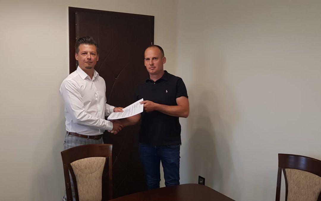 Podpisanie umowy na rozbudowę z przebudową sali wiejskiej w Błotnicy