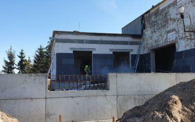 Fotorelacja z prac związanych z rozbudową sali wiejskiej w Błotnicy na Dom Dziennego Pobytu Seniora oraz Żłobek
