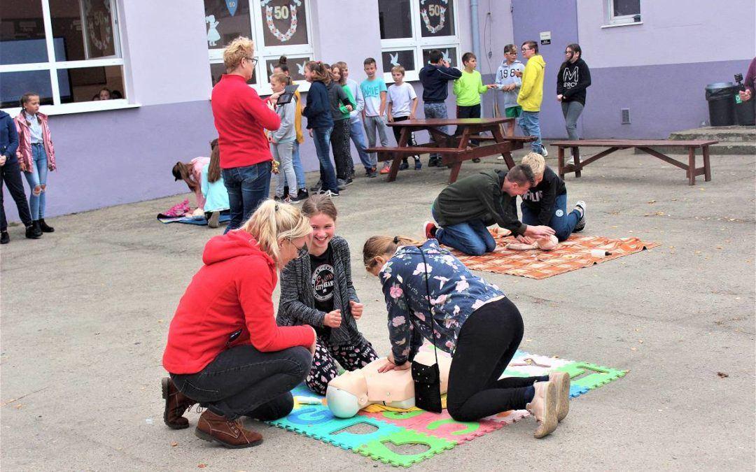 Bicie rekordu pierwszej pomocy w Zespole Szkolno- Przedszkolnym w Starkowie