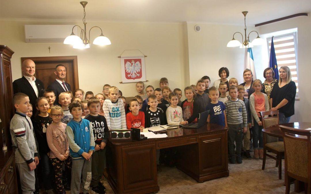 Uczniowie z Bucza z wizytą w Urzędzie