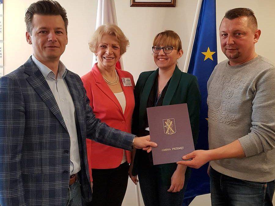 Podpisanie umowy na realizację zadania pn. Rozbudowa budynku świetlicy wiejskiej wraz z budową zbiornika bezodpływowego w Sokołowicach