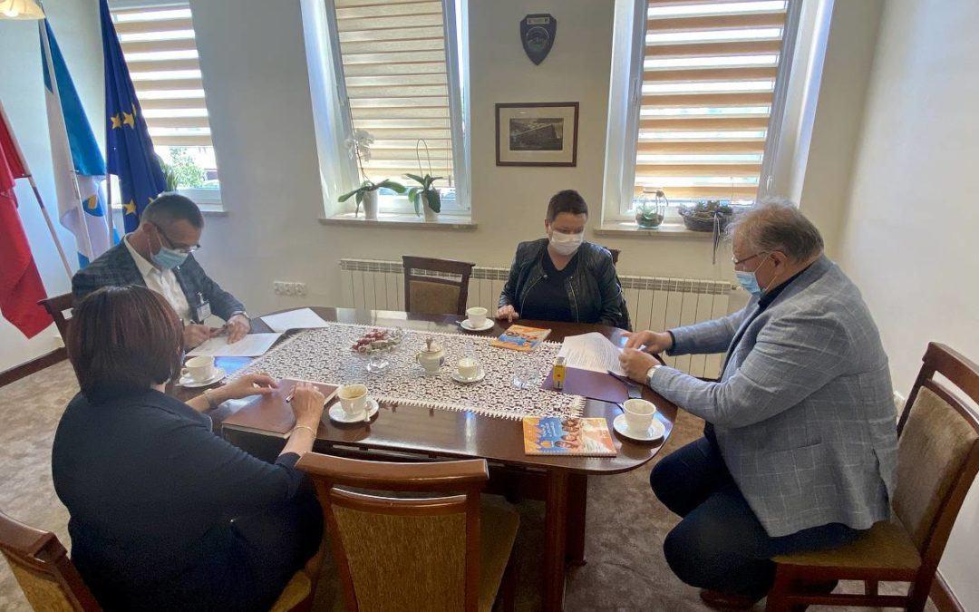 Podpisanie umowy na zakup sprzętu medycznego dla SPZOZ w Wolsztynie